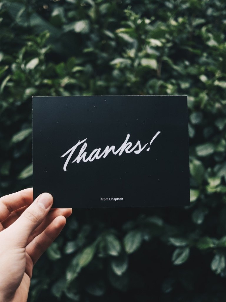 Tarjeta negra con la palabra Gracias