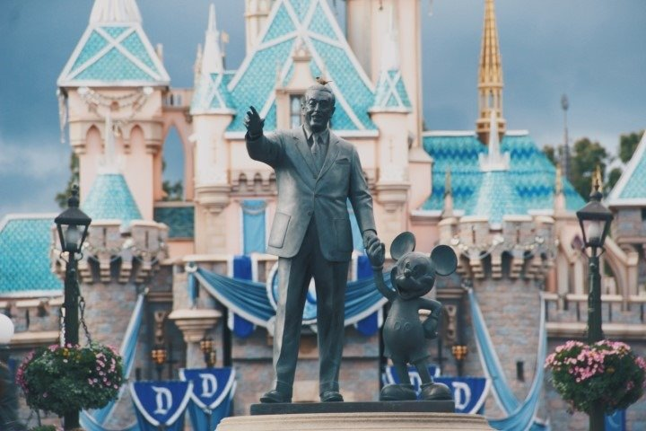 statue of Walt Disney and mouse in Disneyland