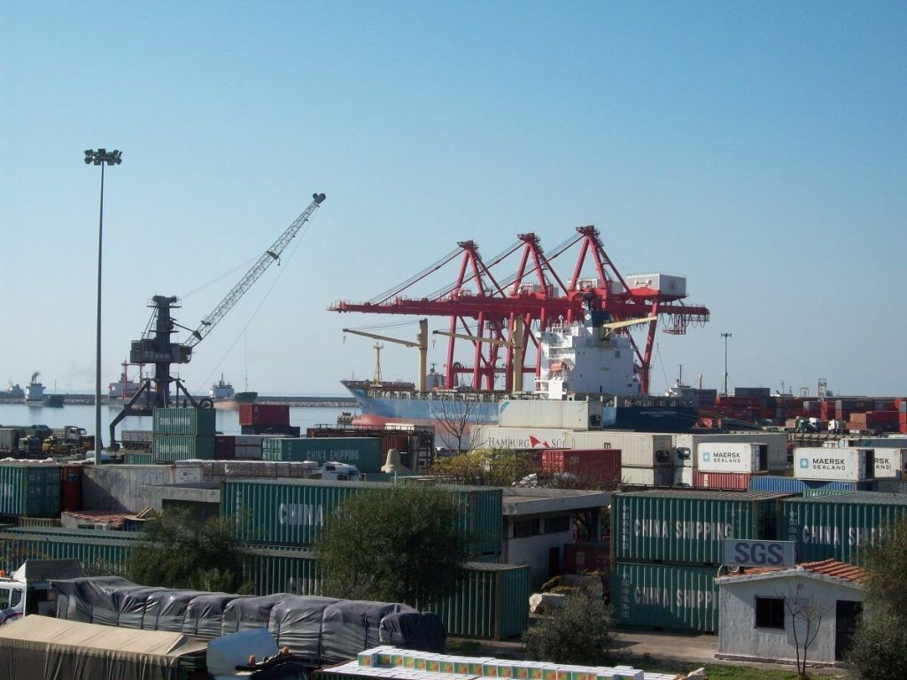 El puerto de Latakia, el más grande de Siria, se encuentra entre los embargados