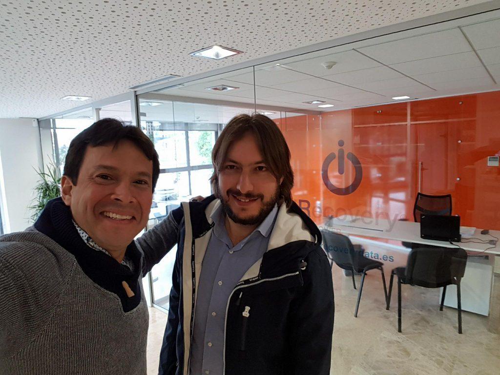 Juan Ricardo Palacio y Andrea Baggio en la sede de iRecovery España